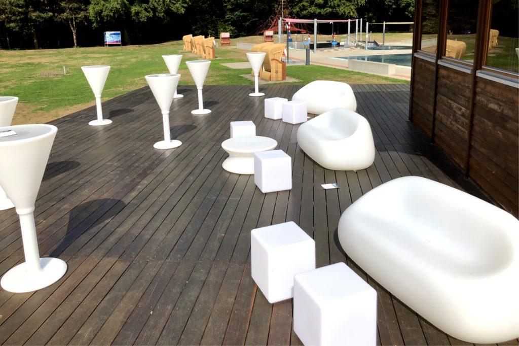 kunststoff sofa mieten 1 1024x682