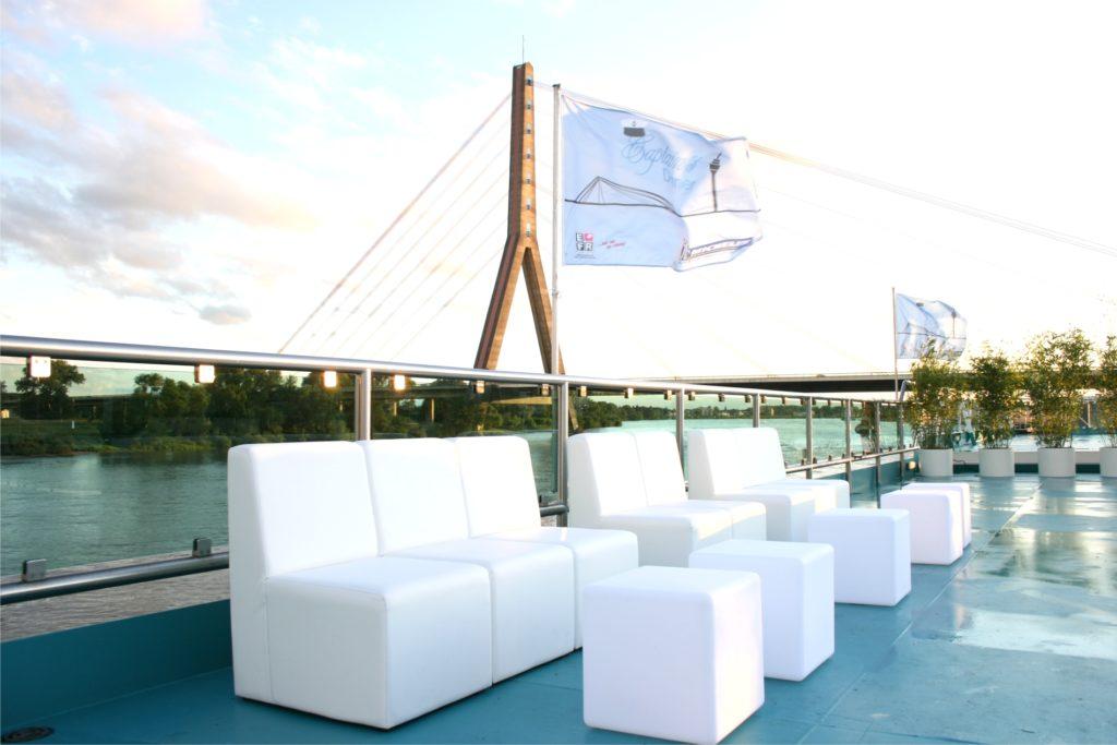 lounge outdoor sofas 1024x683