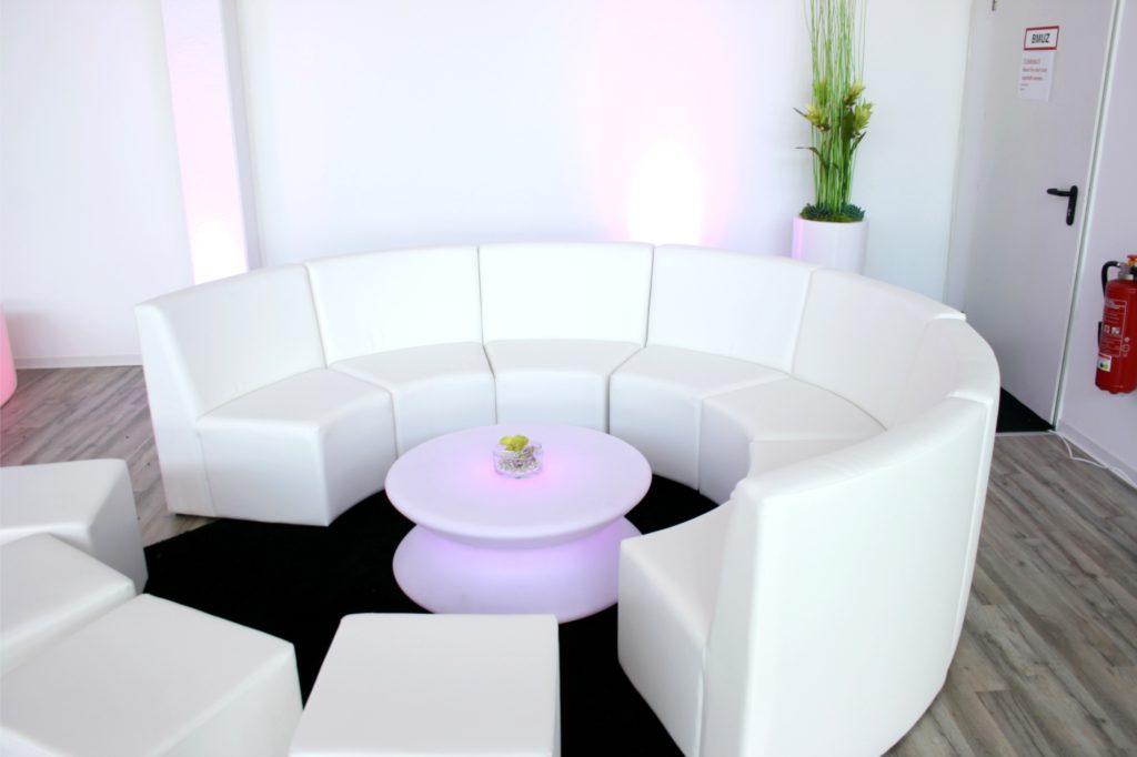 loungemoebel rundsofa mieten 1 1024x682
