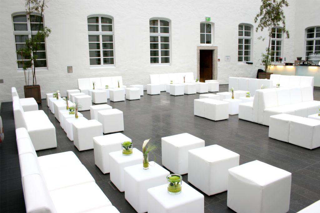 loungesofa weiss mieten 1024x683