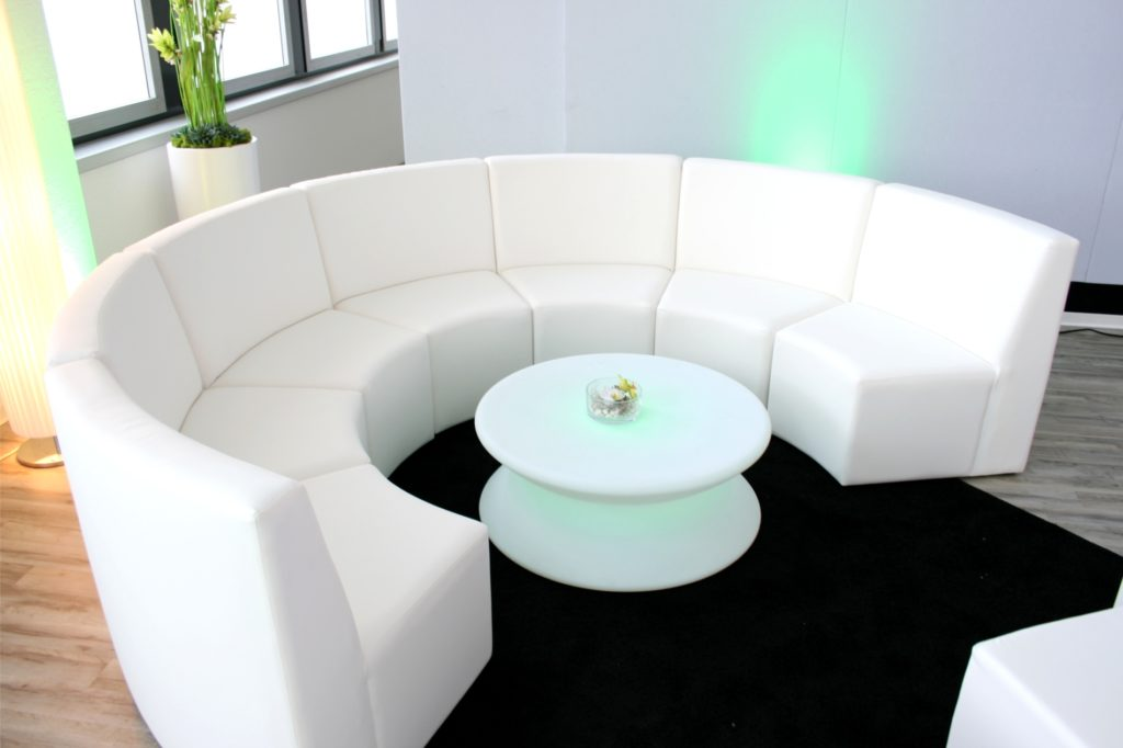 rundes sofa mieten 1024x682