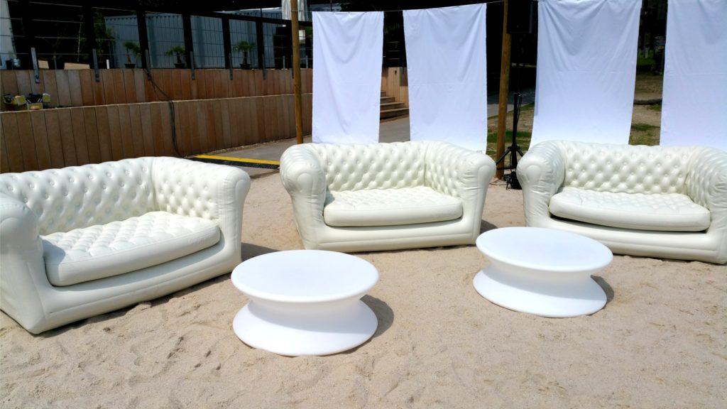 weisse loungesofas mieten 1024x576