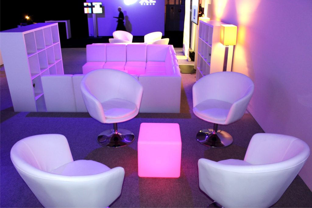 white lounge loungesessel 1024x683