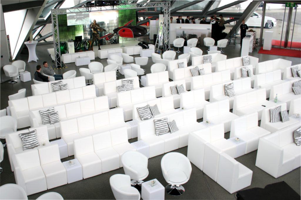 white lounge reihenbestuhlung 1024x682