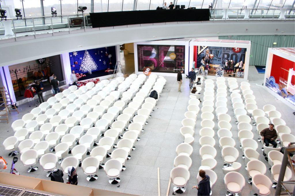white lounge sessel mieten 1024x683