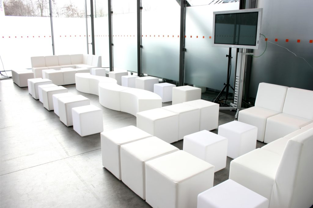 white lounge sofa 1024x682
